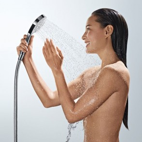 Hansgrohe_Croma_Select_S_Handshower_People