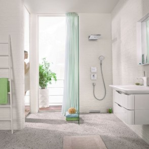 Hansgrohe_Rainmaker_Select_Shower_Select_Shower_Ambience_People